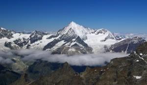 Wunderschöner Ausblick über die Bergwelt in der Schweiz